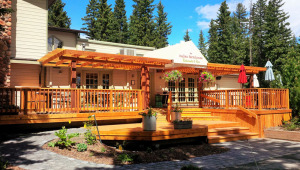 commercial-restaurant-exterior-deck